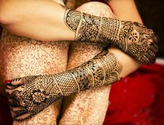Arabic Mehndi Designs is the most describable thing that we should want to show here. Mehndi once a typically Asian custom and an indispensable part of a brides makeup.The present craze for body painting among the urban youth has suddenly revived interest in Arabic Mehndi Designs 2012. (quoted)