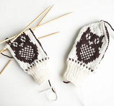 Ravelry: Perleuglevotter pattern by Tonje Haugli Knitted Mittens Pattern, Knit Mittens, Knitting For Kids, Hobbit, Crochet Bikini, Ravelry, Baby Kids, Wool, Design