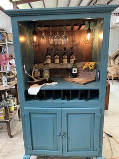 Pallet Projects, Diy Projects, Project Ideas, Diy Furniture Renovation, Glass Rack, Wine Cabinets, Repurposed Furniture, Cubbies, Entertainment Center