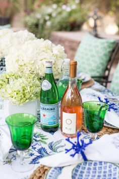 poolside dinner table setting with the new Aerin Collection from Williams Sonoma Summer Party Themes, Summer Parties, Party Ideas, Summer Table Decorations, Party Centerpieces, Outdoor Living Rooms, Outdoor Spaces, Outdoor Dinner Parties, Serving Table