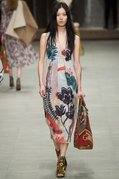 Burberry Fall 2014 Ready-to-Wear Fashion Show - Sung Hee