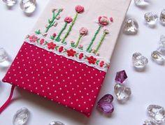 Primavera. Fiori ricamati nei toni del rosa.