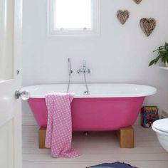 Pink bath tub <3