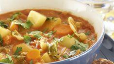 Kaali-kasviscurry on herkullinen arkiruoka. Thai Red Curry, Salsa, Veggies, Mexican, Ethnic Recipes, Koti, Salsa Music, Restaurant Salsa, Vegetables