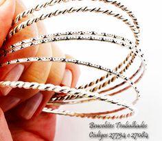 braceletes, eles compõem o visual Hippie. São tranquilamente combinados com as peças em couro.