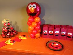 Elmo birthday party bags DIY goodie bags centerpiece cupcakes balloons