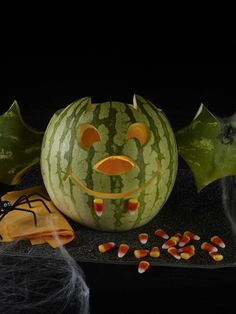 Bat Jack O'Melon More halloween decorating with#watermelon! The Watermelon Board, who took this photo, carved this watermelon#bat that's just as spooky as any#jackolantern! Watermelon Uses, Watermelon Designs, Watermelon Carving, Watermelon Recipes, Easter Egg Crafts, Food Garnishes, Edible Arrangements, Fruit Art, Halloween Decorations