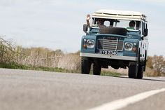Land Rover 109 Serie III SW safari top...living the free lifestyle. Love it! Lobezno.