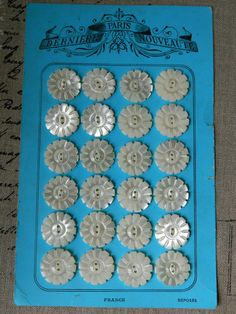 Beautiful 24 Buttons Card Flower shaped Vintage par ruefedor