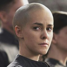 Hunger Games star Jena Malone talks Johanna Mason and why every woman should go bald once Johanna Mason, Hunger Games Catching Fire, Hunger Games Trilogy, Comedy Movies, New Movies, Jena Malone, Hunter Games, Going Bald, Mockingjay Part 2