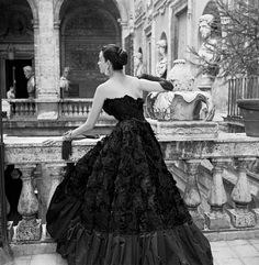 1952 Dorian Leigh shows the back view of sumptious ball gown by Simonetta Visconti