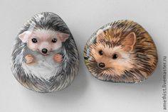 """Купить Камни с росписью """"Ежи"""" - серый, еж, камень талисман амулет, роспись по камню"""