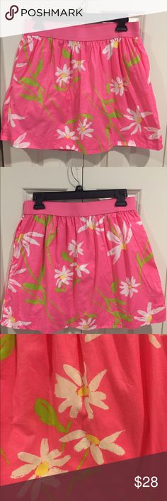 Elastic Waist Floral Lilly Pulitzer Skirt This skirt is in excellent condition. It is super comfy with the elastic waist. It also has pockets! Elastic and pockets!! This skirt is a must have. Lilly Pulitzer Skirts Circle & Skater