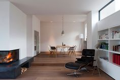 Eine Gründerzeitvilla in Baden bei Wien wurde für eine Familie saniert, teilweise entkernt und neu adaptiert.