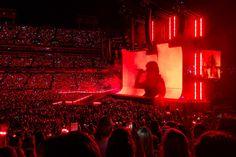 Taylor Swift Salutes Nashville, Captivates Hometown Crowd On 'Reputation Stadium Tour' Taylor Swift Repuation, Taylor Swift Concert, Concert Stage Design, Swift Tour, Concert Crowd, Visual Aesthetics, Stadium Tour, Red Aesthetic, Solar Power
