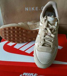 Baskets Nike T 39 beige