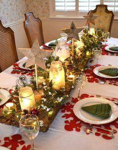 décoration de table de Noël - centre de table composé de photophores, branches de sapin, étoiles en bois et cônes de pin