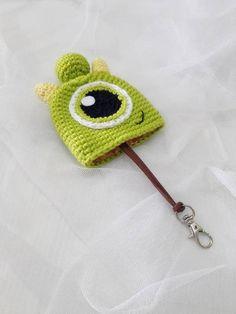 Crochet Applique Patterns Free, Crochet Keychain Pattern, Easy Crochet Stitches, Crochet Diagram, Crochet Teddy, Cute Crochet, Crochet Dolls, Crochet Key Cover, Small Crochet Gifts