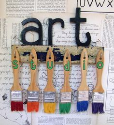 Inspiring Art Rooms - Walls Can Teach. Inspiring Art Rooms - Walls Can Teach - The Arty Teacher. Is it just me, or do you love looking at other peoples inspiring art rooms? I'm interested to see how they have made a space ripe for creativity. Art Classroom Decor, Art Classroom Management, Classroom Door, Classroom Ideas, High School Art, Middle School Art, Art Room Doors, Room Art, Art Room Posters