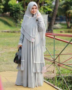 Muslim Gown, Abaya Fashion, Fashion Outfits, Moslem Fashion, Hijab Dress Party, Abaya Designs, Islamic Clothing, Chic Dress, Simple Dresses