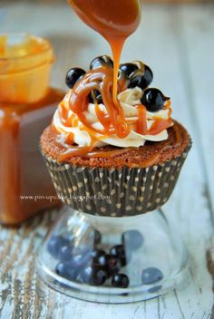 Caramel and Black Currants Cupcakes