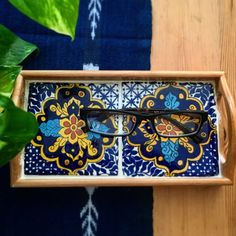 This beautiful decorative tile tray is the perfect catch-all for organizing your home or office. Its the perfect size for placing your jewelry or glasses at the end of the night, displaying small candles or plants, or for odds and ends at your desk at work. Each item by The Cozy Casita is hand-assembled in Los Angeles by me, using Talavera tiles from Mexico, hand painted and cut by master artisans. I curate, design, glue, grout, and seal each tray and box, thus every piece is unique and…