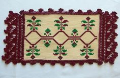 Green and Bordeaux. Doily by VintageHomeStories on Etsy Green and Bordeaux. Doily by VintageHomeStories on Etsy Shabby Chic Decor, Vintage Home Decor, Rustic Decor, Bordeaux, Vintage Tablecloths, Vintage Christmas, Christmas Sale, Moroccan Decor, Christmas Decorations