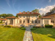 View 94 photos of this $1,595,000, 10 bed, 7.0 bath, 10500 sqft single family home located at 918 W Boston Blvd, Detroit, MI 48202 built in 1929. MLS # 216058842.