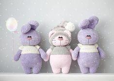 Киса, загадывай желание 😄 Я тут поняла, что очень соскучилась по игрушкам в одежде 😍 пока не знаю, кто это будет, но хочу кого-то одевать 👗👕👖👟!!! А то подумаете, что я на плюшек переключилась 😊 Мк плюшек в наличии, 450 руб (колпак +50 руб) Animal Knitting Patterns, Stuffed Animal Patterns, Crochet Patterns Amigurumi, Crochet Dolls, Knitted Stuffed Animals, Handmade Stuffed Animals, Gato Crochet, Crochet Bunny, Cute Baby Gifts