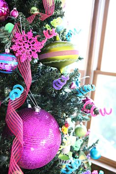 Inspiration photo - love the idea of making curly cues out of pipe cleaners for tree decorations