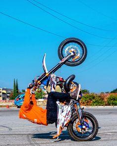 #grenzgaenger #wheelie #wheelies #ride #supermoto #stunt #motorcycle #motorbike #bike #onewheel #wheel #orange #desert #offroad Motorcross Bike, Enduro Motorcycle, Funny Motorcycle, Girl Motorcycle, Motorcycle Quotes, Ktm Dirt Bikes, Dirt Bike Helmets, Dirt Biking, Liberty Walk Cars