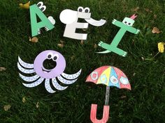 Here is a fun packet for helping kindergarten age kids with vowel sounds. It includes 5 fun crafts. Preschool Literacy, Preschool Crafts, Kindergarten Literacy, Literacy Centers, Alphabet Crafts, Abc Crafts, Alphabet Activities, Toddler Class, Teaching The Alphabet
