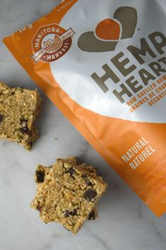 Healthy Snacks No Bake Hemp Hearts and Coconut Squares - Super healthy bars made with hemp hearts and peanut butter. Vegan, gluten free and perfect snack food! Healthy Bars, Healthy Baking, Healthy Desserts, Healthy Recipes, Diabetic Recipes, Healthy Foods, Fast Foods, Diabetic Foods, Raw Desserts