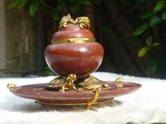 Edouard Lièvre (1828 - 1886) et Ferdinand Barbedienne (1810 - 1892), Encrier aux tortues. c.1875  Marbre rouge griotte et bronze doré. Le réceptacle de forme ovoïde, à réservoir à encre est ornementé de fines tortues en bronze doré.