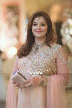 Pakistani Wedding Outfits, Pakistani Dresses, Indian Dresses, Beautiful Saree, Beautiful Dresses, Beautiful Women, Bridal Mehndi Dresses, Shadi Dresses, Reception Gown