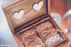 pudełko na obrączki w stylu rustykalnym z juty ozdobione koronką. Rustic wedding ring box hand made, diy