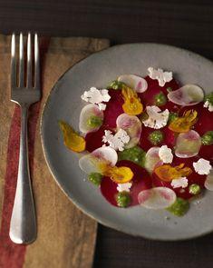 Alain Passard rentre du potager... Et même par – 10 °C, son panier regorge de merveilles. Il nous sa recette de carpaccio 100 % légumes d'hiver.