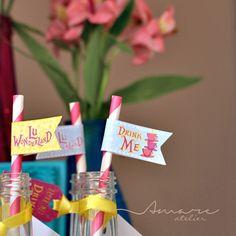 Bandeirinhas para canudos ou toppers * Design feito com amor! #amareatelier | Lu Wonderland | #party #birthday #design #scrap #krafts #diy #alice #wonderland | facebook.com/amareatelier