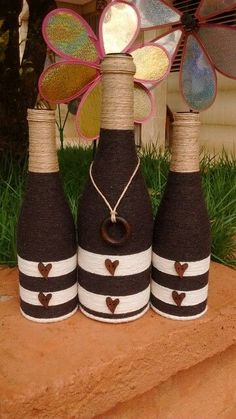 Turn empty wine bottles into DIY Chalkboard Painted Wine Bottles. They make perfect table decorations/vases for parties, weddings and more. Easy and economical. Twine Bottles, Empty Wine Bottles, Wine Bottle Art, Diy Bottle, Recycled Bottles, Bottles And Jars, Glass Bottle Crafts, Wine Craft, Bottle Painting