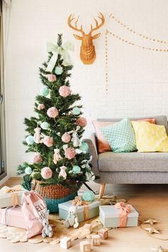 Acesta este primul Crăciun din viața Valentinei, iar mama ei Esther i-a pregătit un decor de sărbătoare plin de culoare și obiecte si...