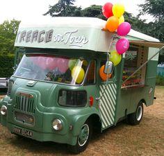 Treacle Bertha - Cupcakes from Treacle (Columbia Road, London, UK) Mobile Cafe, Mobile Shop, Catering Van, Wedding Catering, Food Truck Design, Food Design, Street Food Business, Mobile Food Trucks, Food Vans