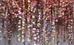 空から無数の花が舞い降りる!?美しすぎるフラワーアート − ISUTA(イスタ)オシャレを発信するニュースサイト