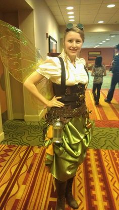 Hello All! Well, I did it! My steampunk Tinker Bell costume and Jim& Commander Riker jacket finally came together - and just in time! Steampunk Fairy, Steampunk Cosplay, Steampunk Design, Steampunk Fashion, Steampunk Outfits, Halloween Wings, Halloween Fairy, Epic Cosplay, Cosplay Costumes