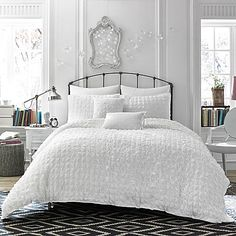 The Mia duvet cover from Anthology brings a chic, inviting look into your bedroom. This duvet has a chic, inviting look with a clean mini-seersucker face for a nice, modern texture with just the right touch of dimension.