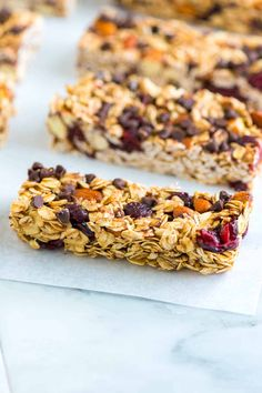 Soft and Chewy Granola Bars Recipe. Snacks or breakfast. Soft And Chewy Granola Bars Recipe, Homemade Granola Bars, Granola Bar Recipe Honey, Dried Fruit Bars Recipe, Quinoa Granola Bars, Granola Bites, Granola Cereal, Granola Barre, Healthy Snacks