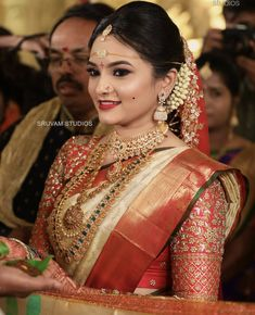 The Art of Wearing Bridal Jewellery To Look So Elegant! - - Check out how to look stellar in your bridal jewellery. South Indian Bridal Jewellery, Indian Bridal Sarees, Bridal Silk Saree, Indian Bridal Outfits, Indian Bridal Fashion, Saree Wedding, Bridal Dresses, Bridal Jewelry, Dress Wedding
