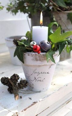 99 Inspiring Modern Rustic Christmas Centerpieces Ideas with Candles - Christmas Candle Decorations, Christmas Flowers, Noel Christmas, Christmas Candles, Country Christmas, All Things Christmas, Winter Christmas, Vintage Christmas, Xmas