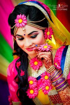 colourful gaye holud jewelry Indian Wedding Bride, Indian Wedding Photos, South Indian Weddings, South Indian Bride, Wedding Wear, Mehndi Ceremony, Haldi Ceremony, Indian Bridal Fashion, Indian Bridal Makeup