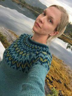 Riddari Manta Crochet, Knit Crochet, Norwegian Knitting, Icelandic Sweaters, Nordic Sweater, Fair Isle Pattern, Fair Isle Knitting, Sweater Design, Sweater Fashion