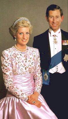 Diana Spencer and Prince Charles. The Prince is heir to the British throne. Parents to Prince William and Prince Harry. Royal Princess, Princess Diana Family, Prince And Princess, Princess Charlotte, Princesa Real, Princesa Kate, Lady Diana Spencer, Charles And Diana, Prince Charles